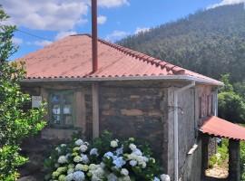 Casa de piedra para rehabilitar con finca en Lugar A Corredoira, 8 Santalla - Cedeira (A Coruña)