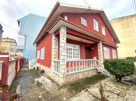 Casa-Chalet en C/Laguna, 3 - en el centro de Cedeira (A Coruña)