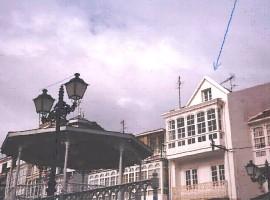 Casa para terminar interiormente en Plaza Rectoral (Cedeira-A Coruña)